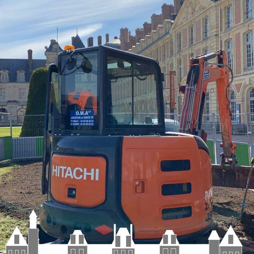 Pelle hitachi sur un chantier au château de Fontainebleau